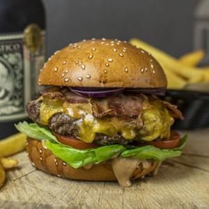 Delish bacon burger